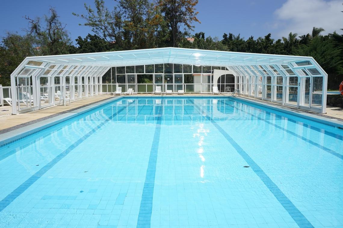 pool-375464_1280