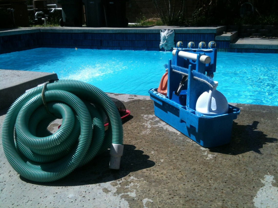 pool-cleaning-330399_1280(1)