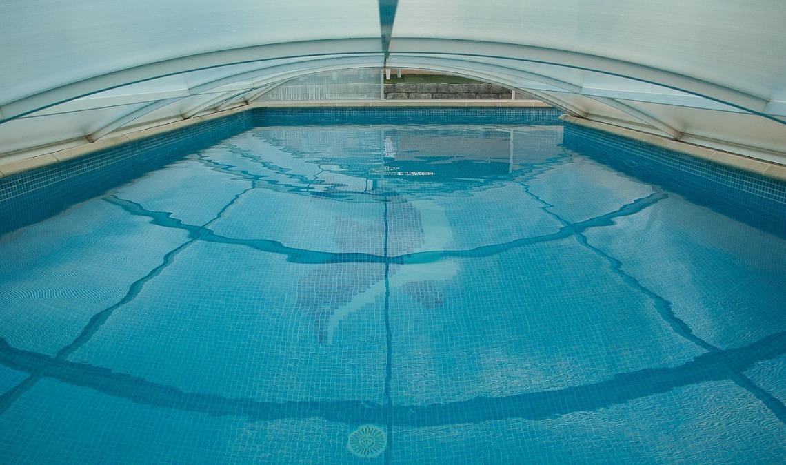 swimming-pool-1647498_1280