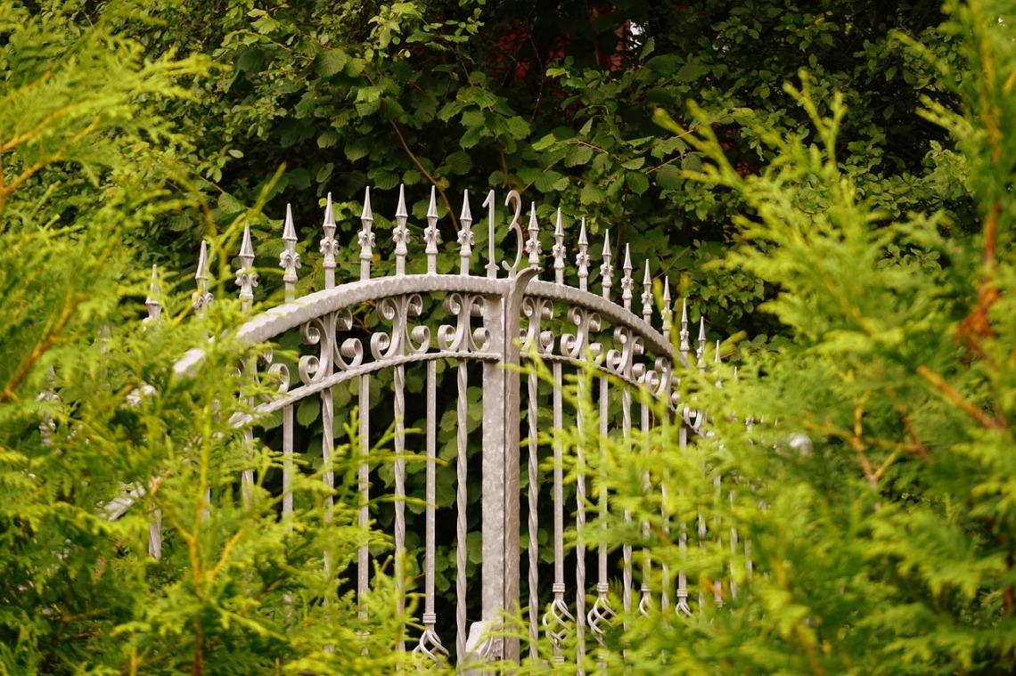 yard-gate-2638653_1280